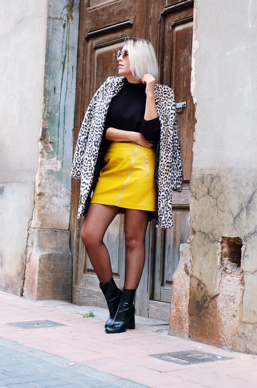 ruffles, volantes, yellow leather skirt, medias de rejilla littledreamsbyr leopard coat