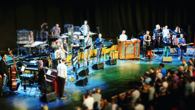 Robert Ames and the London Contemporary Orchestra performing Terry Riley's In C at the Barbican Centre