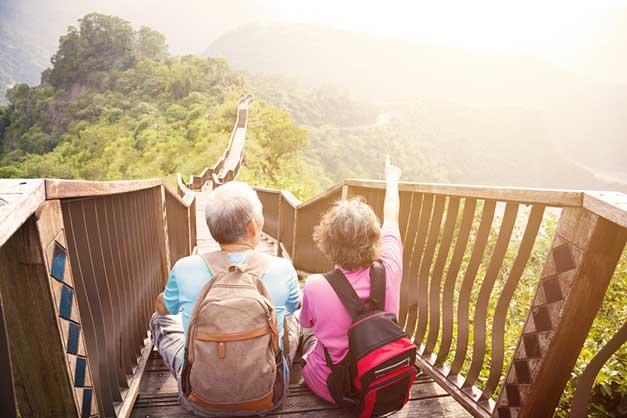 tips trik cara liburan traveling menyenangkan pergi ke mana tamasya rekreasi backpacker tempat objek wisata menarik keren asyik