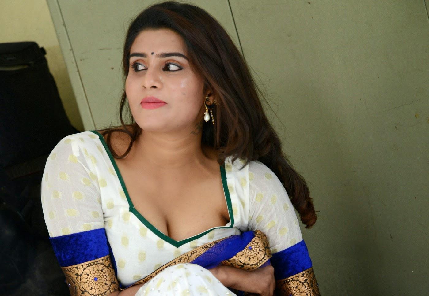 Doodhwali Kerala Mallu Unsatisifed Cheating Aunty Harini -2507