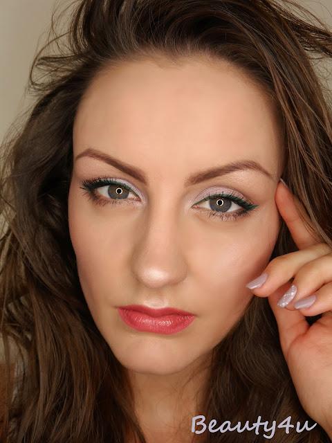 Green eyeliner - makeup