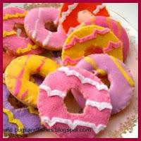 Broche donut en fieltro