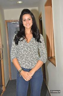Larissa Bonesi Stills at Big FM