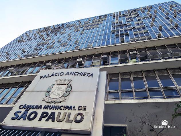 Perspectiva inferior da fachada do Palácio Anchieta - Câmara Municipal de São Paulo - Bela Vista - São Paulo