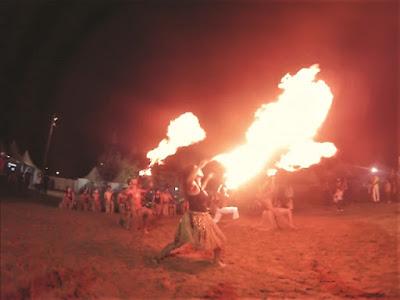 Capoeira apresenta Maculelê na Festa do Mar em Cananéia