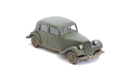 Citroën Traction 11CV  Tamiya au 1/48.
