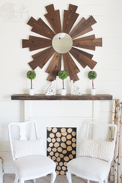 Summer decor and decorating ideas for living room. Cottage farmhouse decor. White and neutral living room.