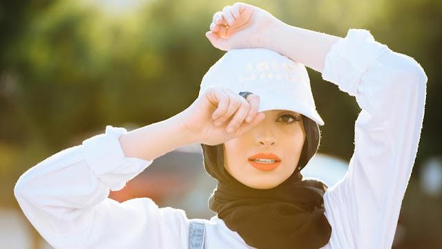 Noor Tagouri, Wanita Berhijab Pertama Majalah Playboy