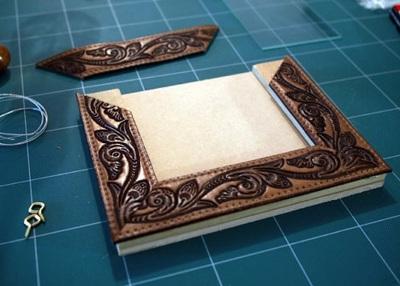 Pigura/bingkai foto dari sabuk kulit bekas