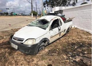 Tentativa de assalto termina com carro capotado e passageiro morto na BR-304 no RN