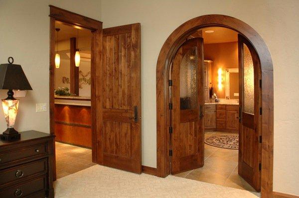 Decorilumina las puertas y entradas en arco lucen mejor for Arcos de madera para puertas