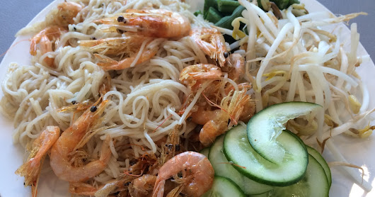 Brekky: Thai rice noodles with coconut & shrimps