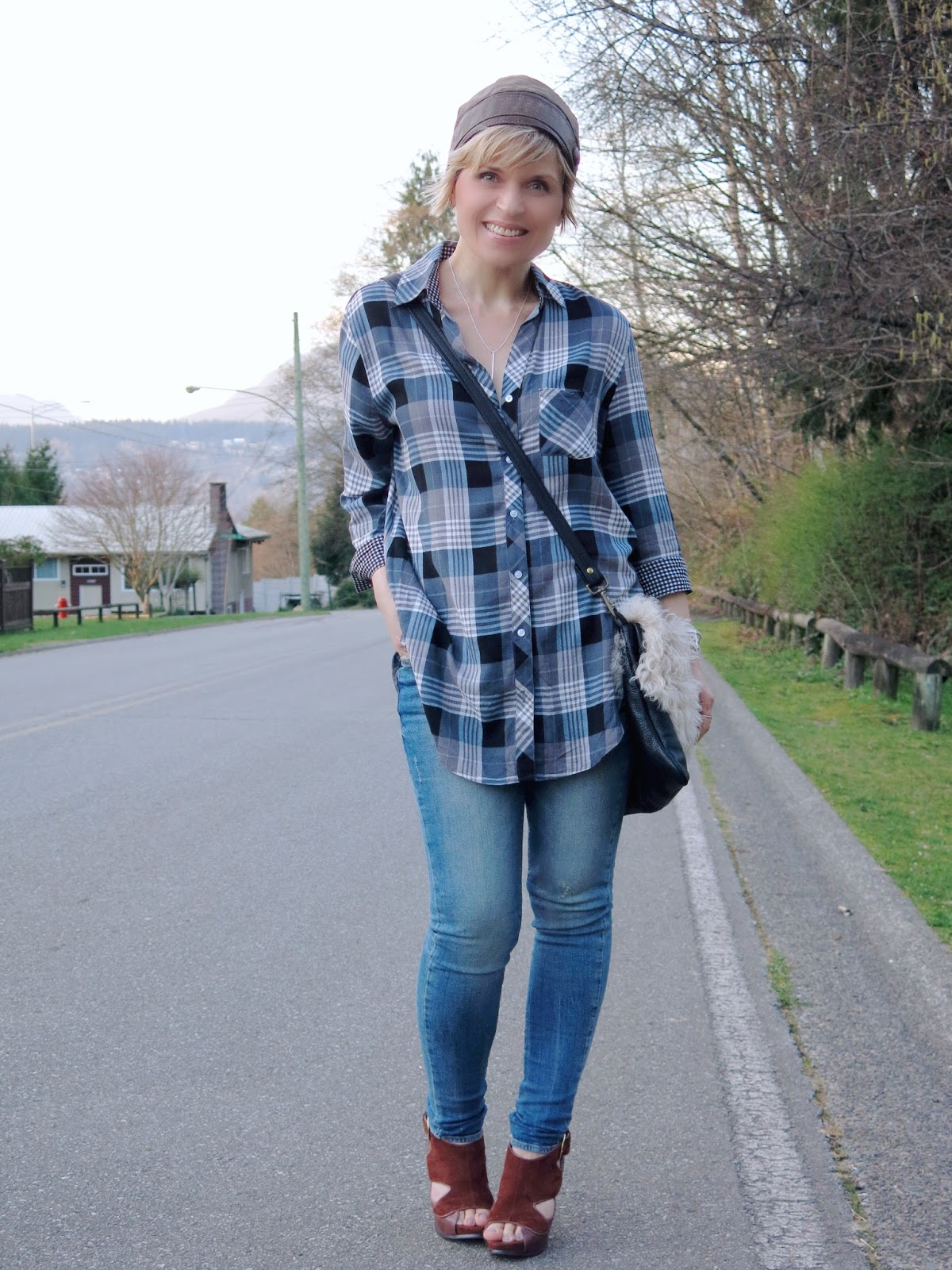 how to style a plaid shirt and skinny jeans