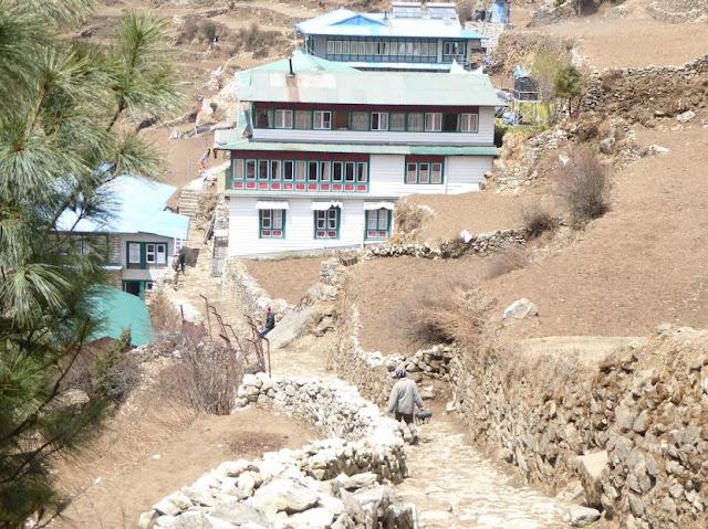 sentiero nella parte alta di Namche bazar
