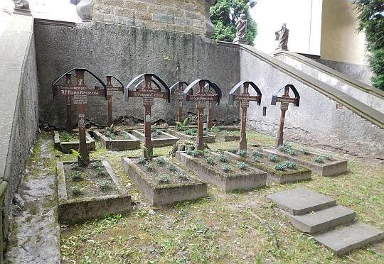 Cmentarz przyklasztorny.