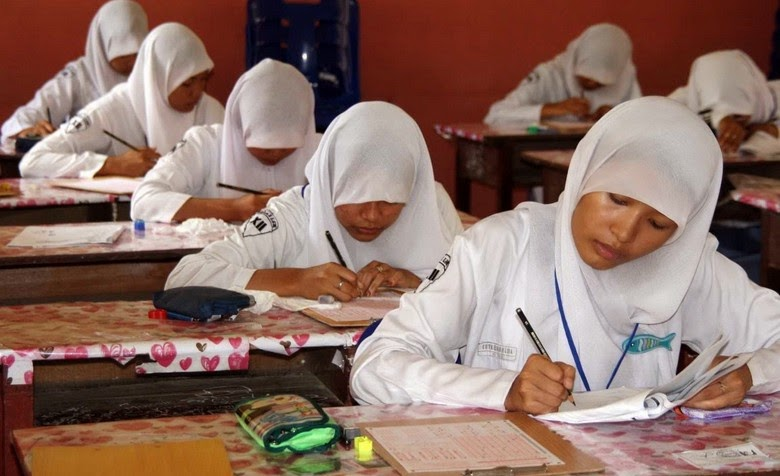 Soal dan Kunci Jawaban UN 2015 SMA dan SMK