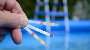 كيفية استخدام الكلور في تطهير مياه المسابح