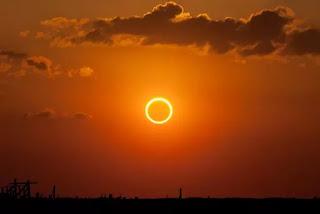 Bahaya Melihat Gerhana Matahari
