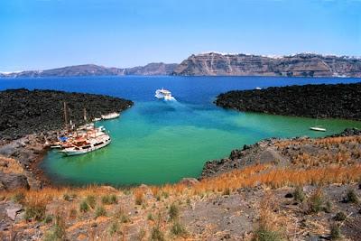 La excursión a la isla Nea Kameni en Santorini