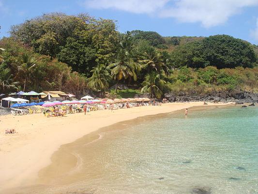 praia do cachorro noronha