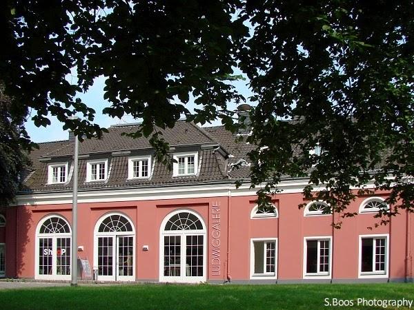 Im Kaisergarten/Das Schloss