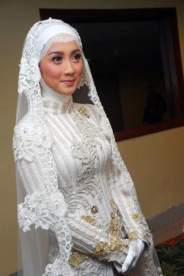 Desy Ratnasari Politis cantik pakai Jilbab Baru saja menikah Jilbob dan menjanda