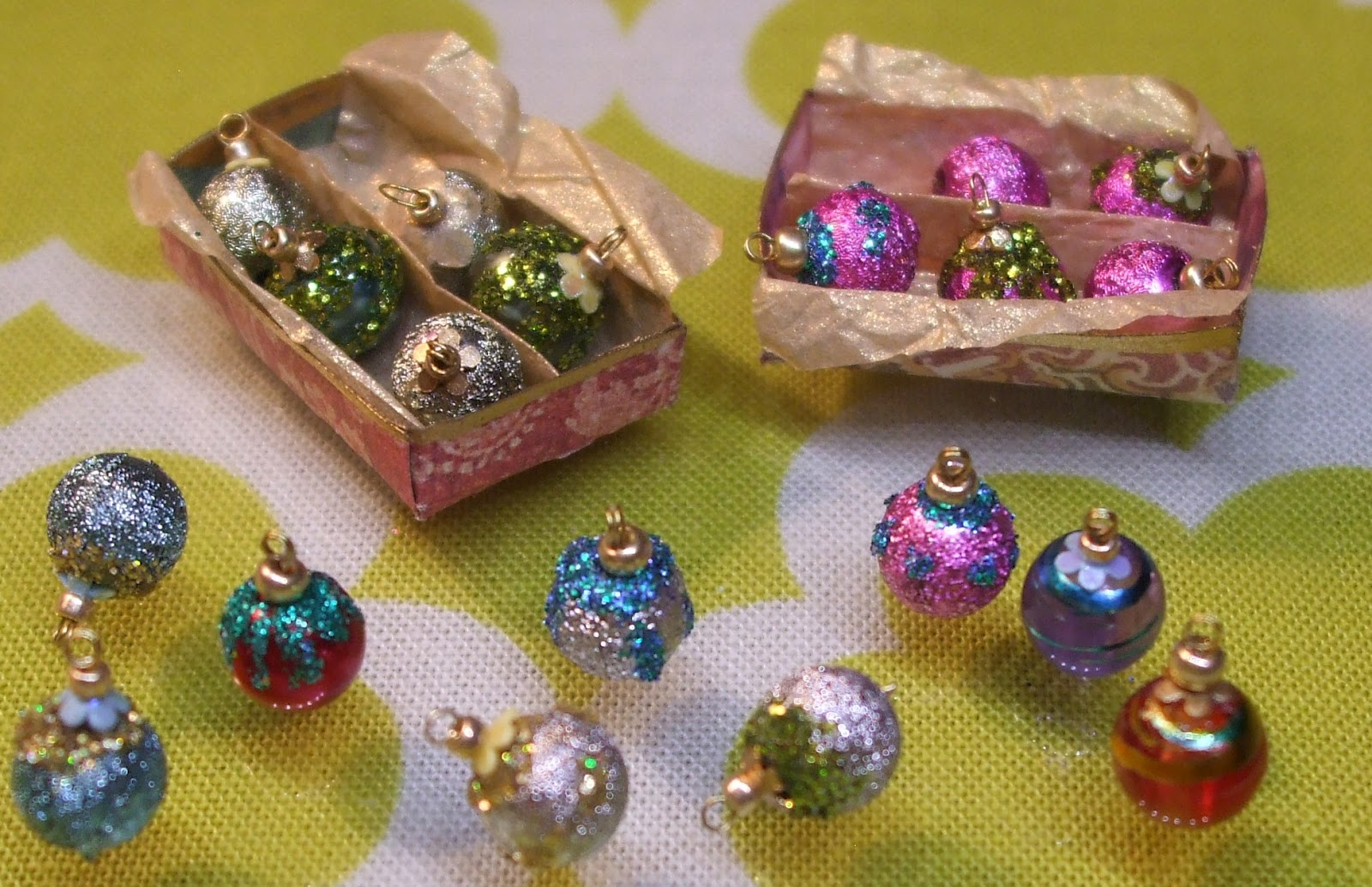 tutorial shiny brite vintage style christmas ornaments - Miniature Christmas Decorations
