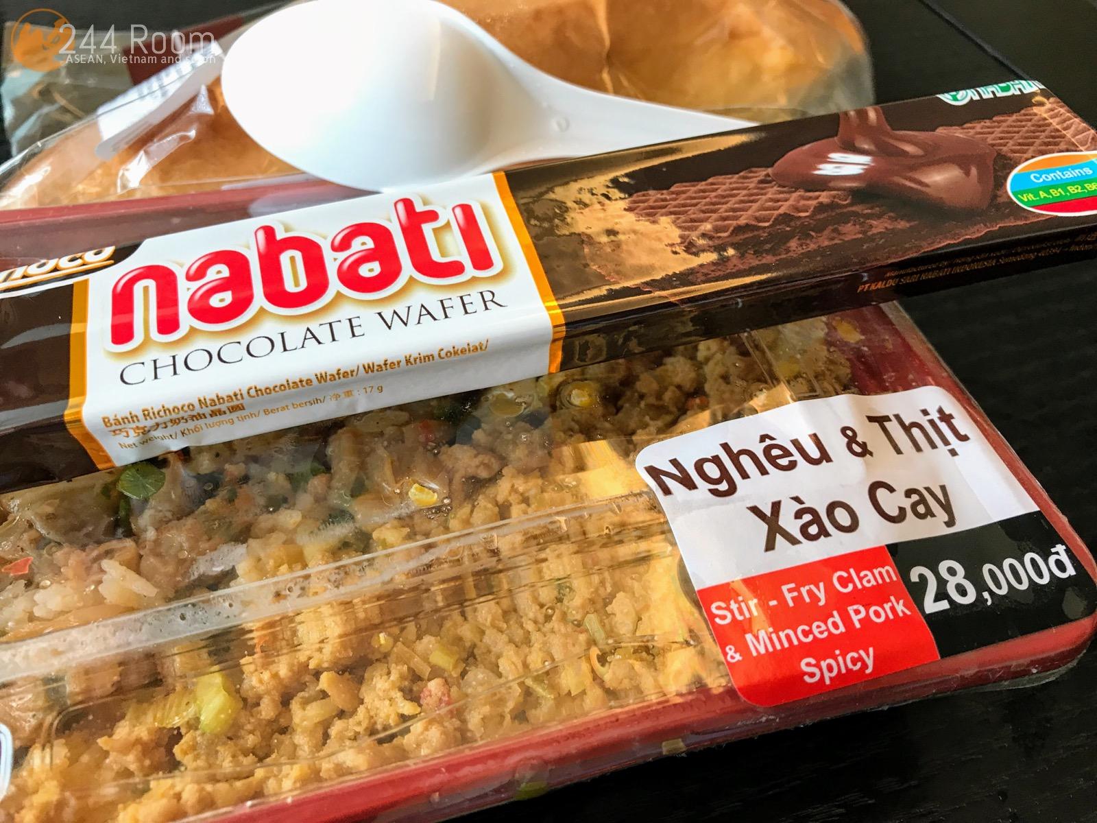 Vietnam familymart box lunch Bento