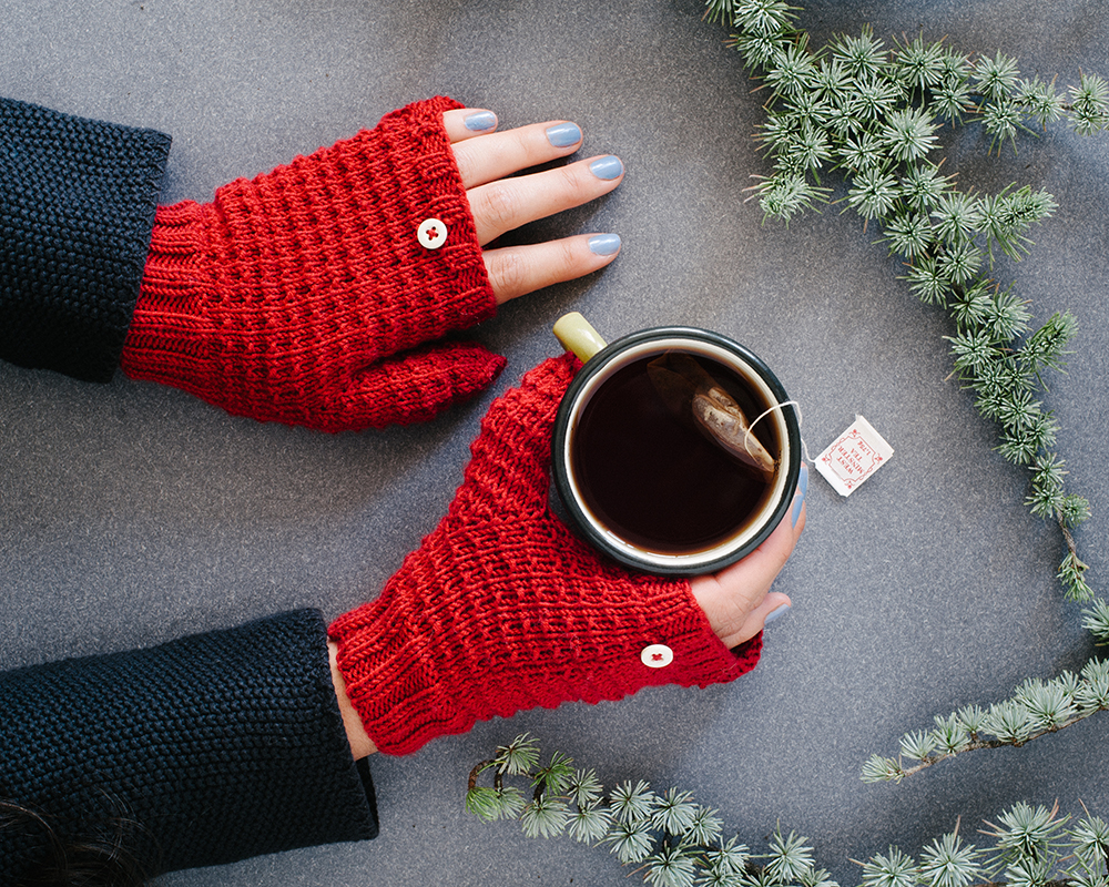 El blog de Dmc: Patron de tricot: Mitones con capucha con Woolly