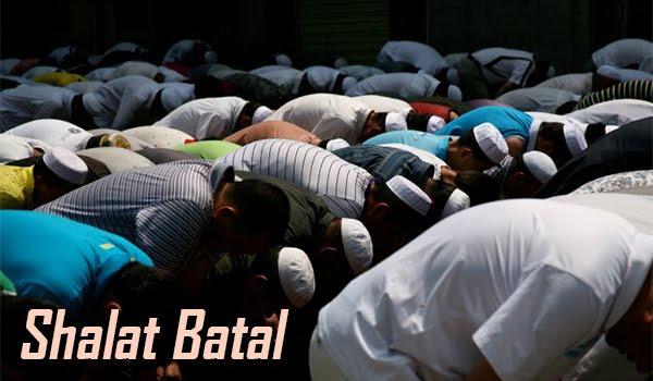 8 Hal yang Membatalkan Shalat Bagi Wanita dan Laki-Laki (Madzhab Syafi'i)