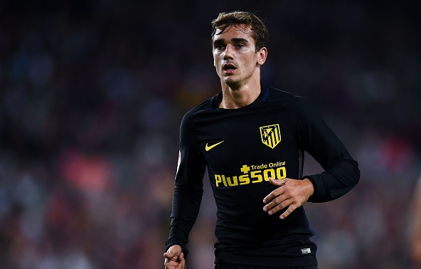 Antoine Griezmann hints Manchester United move