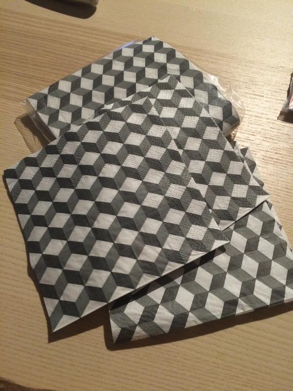 DIY : Serviettes maison du monde / Pimper une boite de mouchoirs grâce au collage de serviette / www.by-laura.fr