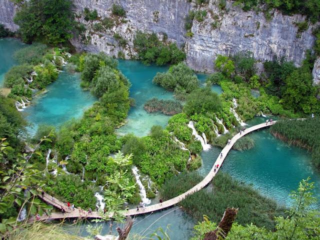 جولة سياحية أجمل البلاد مستوى العالم كرواتيا بليتفيتش Amazing-blue-waters-at-Plitvice.jpg