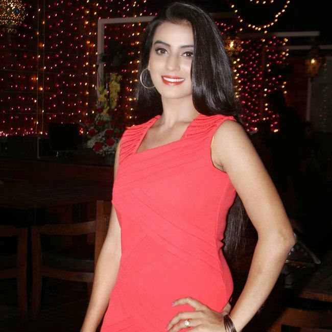 Akshara Singh Family, Contact-number, Affairs, Friends