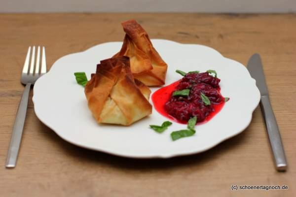 Ziegenkäsetaschen mit Erdbeer-Pfeffer-Chutney aus Food, Love & Wine von Kerstin Getto