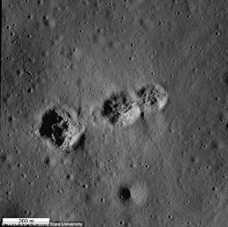 ثلاث فوهات غريبة تكونت على القمر فى دقائق معدودة