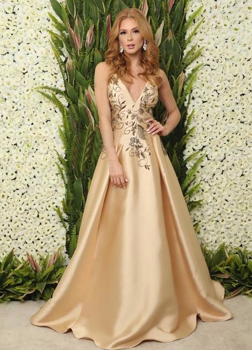 vestido de festa dourado estilo princesa