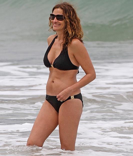 Julia Roberts Bikini Pictures 33