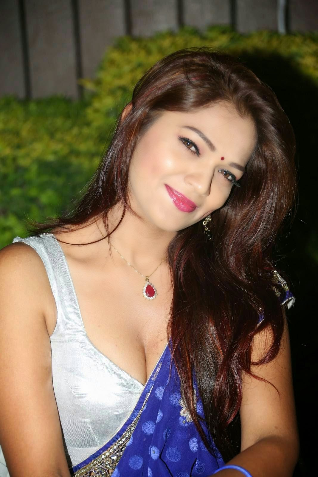 Bollywood Actresses Pictures Photos Images: Desi Mallu