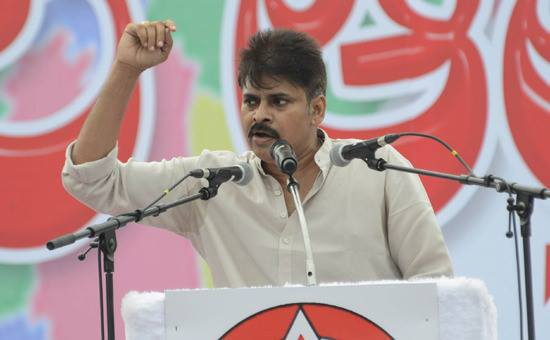Pawan kalyan images at JNTU kakinada public meeting