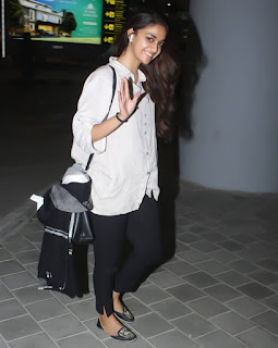 Keerthy Suresh in Black and White Dress with Cute Smile Captured at Airport 2