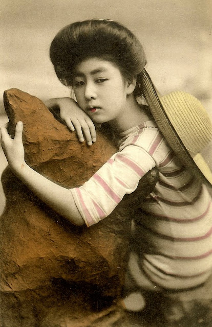 37 Rare and Amazing Color Photos of Young Japanese Girls