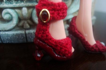 Sandálias de crochê com pedraria  para Barbie - por Pecunia MM