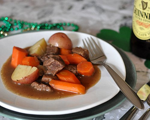 Emerald Isle Stew ♥ KitchenParade.com, a hearty, gravy-rich stew, beef with onions, carrots and potatoes, seasoned with caraway.