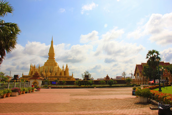 Overview of the Pha That Luang stupa