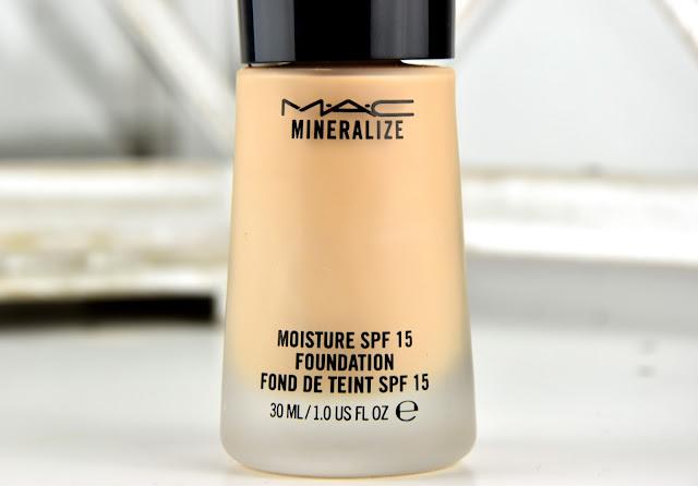Mac Mineralize Moisture Foundation für trockene Haut