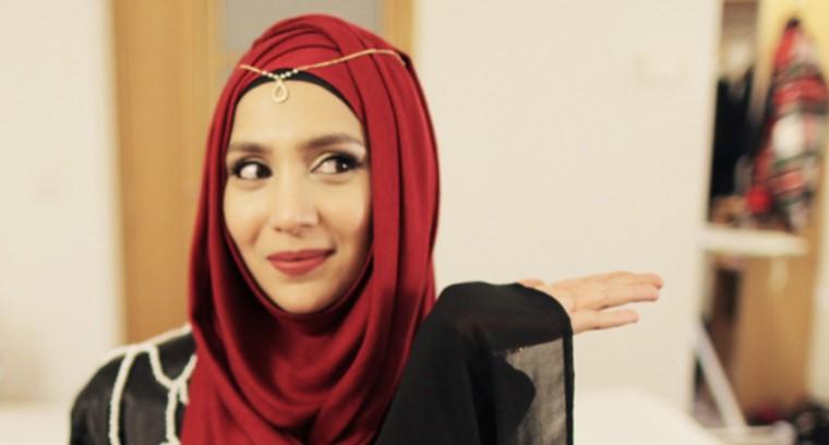 Amenakin, Youtubers Muslim Paling Cantik Di Inggris
