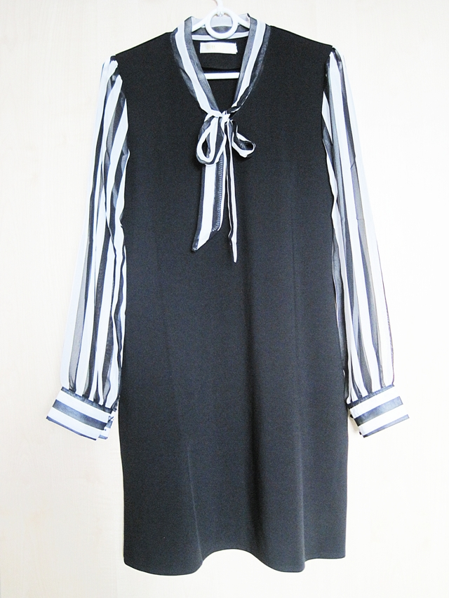 http://www.shein.com/Black-Bow-Collar-Striped-Slim-Dress-p-263892-cat-1727.html?utm_source=marcelka-fashion.blogspot.com&utm_medium=blogger&url_from=marcelka-fashion