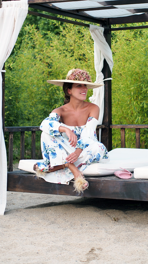 Casual Summer look - off the shoulders dress, straw hat, pink clutch, zara feathers sandals, round rayban sunglasses