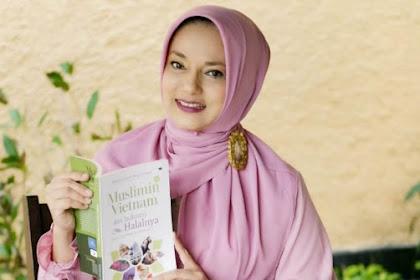 "Marissa Haque Luncurkan Buku ""Muslimin Vietnam dan Industri Halalnya"""